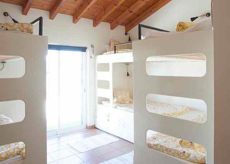 arrifana-surf-lodge-algarve-portugal-bunk-room